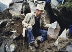 Josef Kirchler alla ricerca di cristalli Foto Museo mineralogico Kirchler