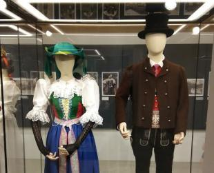 Museum of Traditional Costumes. Traditional costumes of the 18th century. Foto Museum Society Kastelruth