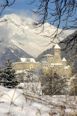 Burg Taufers mit Schnee