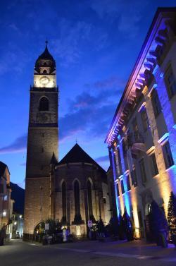 Il Palais Mamming Museum con il Duomo dedicato a S. Nicolò