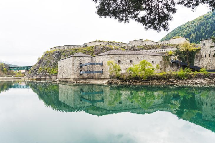 Die Festung Franzensfeste mit dem anliegenden Stausee. Foto Georg Hofer