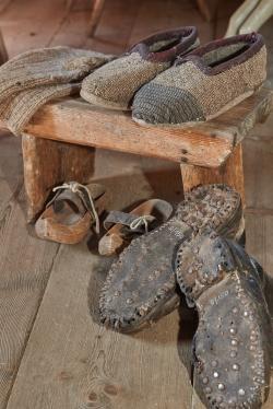 Schuhe und Patschen Foto Hermann Maria Gasser