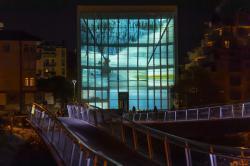 Museion - Projektion auf der Medienfassade eines Werkes von Philipp Messner. Foto Anna Cerrato